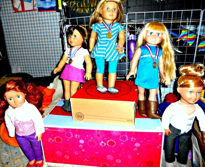 Dolls at podim